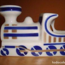 Antigüedades: CENICERO LOCOMOTORA DE PORCELANA DE SARGADELOS COPIA 16. Lote 72303959