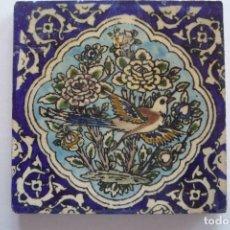 Antigüedades: PERSIA. AZULEJO SIGLO XIX. PAJARO SOBRE UN FONDO DE FLORES. TAM. 15X15CM. ESMALTE VIDRIADO. Lote 72390447