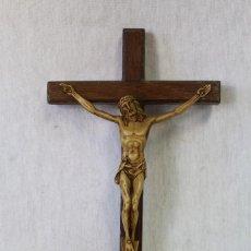 Antigüedades: CRISTO EN LA CRUZ DE PASTA Y MADERA. Lote 84784287