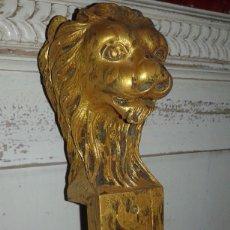 Antigüedades: PEQUEÑA TALLA DE CAOBA, CABEZA DE LEÓN SIGLO XIX. Lote 77673395