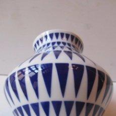 Antigüedades: SARGADELOS JARRÓN VINTAGE AÑOS 80 CERÁMICA PORCELANA CASTRO. Lote 72616295