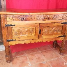Antigüedades: APARADOR O TAQUILLÓN ESPAÑOL EN MADERA DE NOGAL.. Lote 72686439
