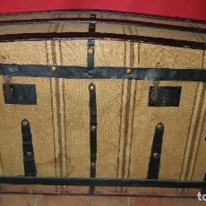 Antigüedades: PRECIOSO BAÚL DE VIAJE FORRADO EN TELA.. Lote 72701927