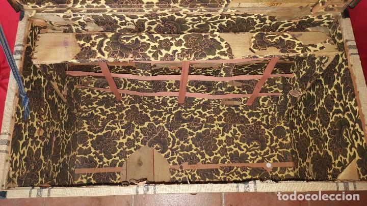 Antigüedades: Precioso baúl de viaje forrado en tela. - Foto 8 - 72701927