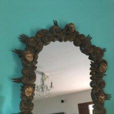 Antigüedades: MARCO TALLADO Y POLICROMADO CON ANGELES, SILGO XVIII.CARVED, POLYCHROMATED WOODEN ANGEL FRAME, XVIII. Lote 72741703