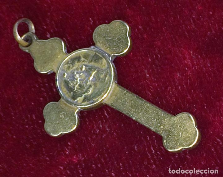 CRUZ-RELICARIO. BRONCE. ESPAÑA(?) XIX-XX (Antigüedades - Religiosas - Cruces Antiguas)
