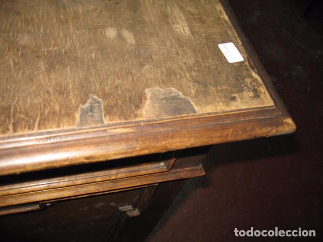Antigüedades: Antigua mesa de despacho con dos cajoneras tapa para arreglar . medida 135 X 75 cm. - Foto 5 - 132289295