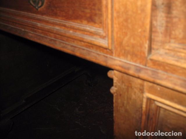 Antigüedades: Antigua mesa de despacho con dos cajoneras tapa para arreglar . medida 135 X 75 cm. - Foto 8 - 132289295