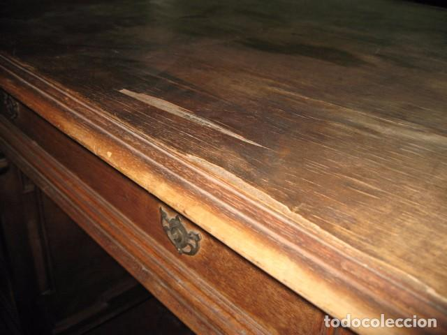 Antigüedades: Antigua mesa de despacho con dos cajoneras tapa para arreglar . medida 135 X 75 cm. - Foto 9 - 132289295
