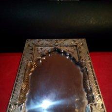 Antigüedades: ESPEJO SIRIO DE SOBREMESA EN ALPACA Y MADERA. Lote 67325957
