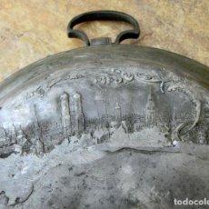 Antigüedades: ANTIGUO Y RARO RECIPIENTE - PLOMO - ESTAÑO - GESCHÜTZT - VIRGEN - PATRONA - CENTRO MESA - ALEMANIA. Lote 72801283