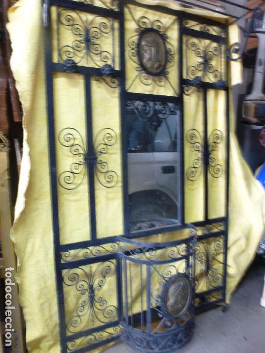 ANTIGUO PARAGÜERO, PERCHERO. EN HIERRO FORJADO. MUEBLE RECIBIDOR (Antigüedades - Muebles Antiguos - Auxiliares Antiguos)