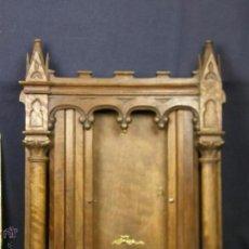 Antigüedades: HORNACINA EXPOSITOR NOGAL SAGRARIO PUERTAS PERSIANA COLUMNAS PINACULOS NEOGOTICA. Lote 73048971