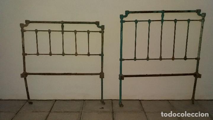Antiguo cabecero de cama dormitorio en hierro macizo forjado con adornos de flores y cruz en forja segunda mano