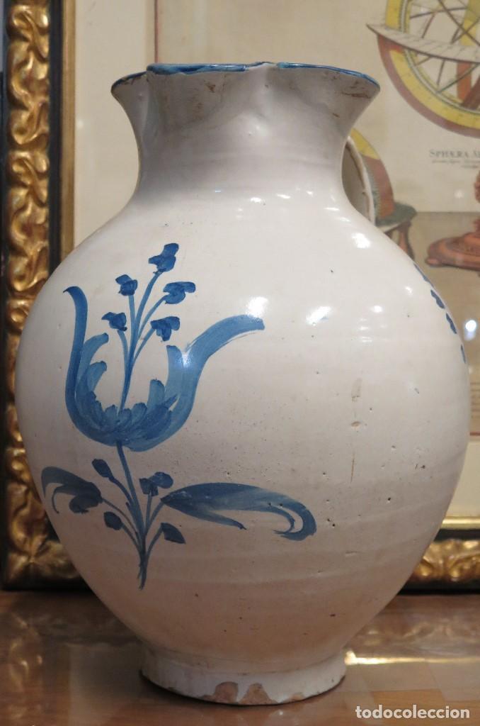 ENORME JARRA DE TALAVERA. SERIE FLOR ADORMIDERA. SIGLO XVIII (Antigüedades - Porcelanas y Cerámicas - Talavera)