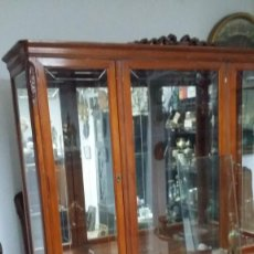 Antigüedades: VITRINA COLOR CEREZO. Lote 73363499
