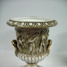 Antigüedades: ANTIGUO JARRON CRATERA CERAMICA PORCELANA CAPODIMONTE ITALIA. Lote 73382099