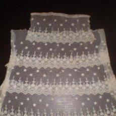 Antigüedades: DELANTAL HECHO CON TIRAS DE PUNTILLA ANTIGUA. Lote 73446915