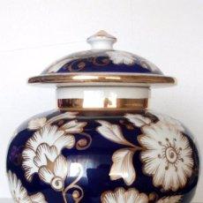 Antiquitäten - JARRON DE CERAMICA CON ADORNOS DE FLORES CON ORO DE 24 CM DE ALTO, AÑO 1950 - 73477643