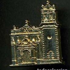 Antigüedades: MEDALLA INSIGNIA ORO ERMITA NUESTRA SEÑORA DE PALOMARES - TREBUJENA CADIZ - Nº18. Lote 73477839