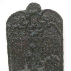 Antigüedades: PLACA HIERRO CHIMENEA MUY ANTIGUA CIRCA 1650-1750 IDEAL DECORACION O USO. Lote 73496619