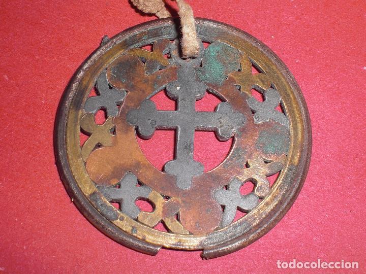 ANTIGUO COLGANTE AÑOS 20 CRUCIFIJO ORNAMENTADO (Antigüedades - Religiosas - Cruces Antiguas)