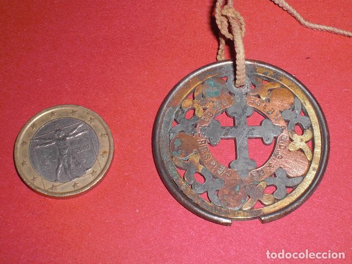 Antigüedades: Antiguo colgante años 20 crucifijo ornamentado - Foto 2 - 73505827