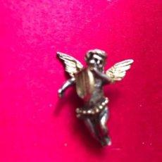 Antigüedades: ANTIGUO COLGANTE DE PLATA REPRESENTANDO UN ANGEL TOCANDO EL ARPA. Lote 73523451