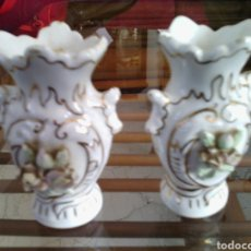 Antigüedades: PAREJA DE JARRONES DE PORCELANA EN MINIATURA. 7'5 CM DE ALTURA. Lote 73527758
