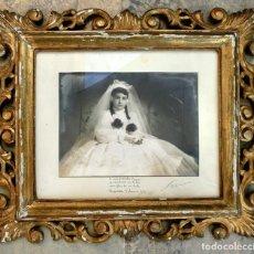 Antigüedades: ANTIGUO MARCO DE MADERA TALLADA - PAN DE ORO - FOTOGRAFÍA DE COMUNIÓN - AÑO 57 - DEDICATORIA - SANZ. Lote 73543527
