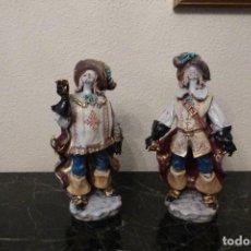 Antigüedades: DOS MOSQUETEROS DE PORCELANA, NUMERADOS EN LA BASE. Lote 73550883