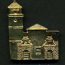 Antigüedades: MEDALLA INSIGNIA ORO FACHADA DE LA PAROQUIA DE LA ENCARNACION - GRAZAMELA CADIZ-Nº37. Lote 73593279