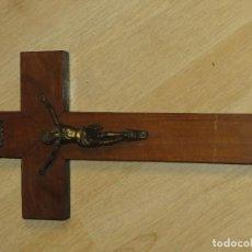 Antigüedades: ANTIGUO CRUCIFIJO DE MADERA, DE 35 X 19 CM. Lote 73607575