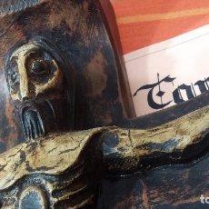 Antigüedades: CRUCIFIJO CON CRISTO TALLADO EN MADERA, IMPRESIONANTE.. Lote 73609383