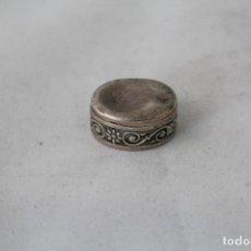 Antigüedades: CAJITA PASTILLERO ANTIGUO EN PLATA DE LEY MACIZA 800MILESIMAS. Lote 84781195