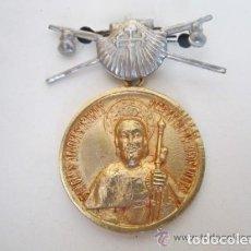 Antigüedades: ANTIGUA MEDALLA OFICIAL PEREGRINO. AÑO SANTO COMPOSTELANO 1954. ORIGINAL DE ÉPOCA. . Lote 73682235
