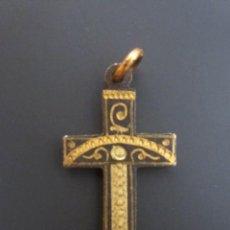 Antigüedades: ANTIGUO COLGANTE CRUZ RELIGIOSA. CRUCIFIJO. HECHO A MANO.. Lote 73684343