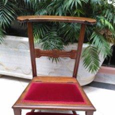 Antigüedades: RECLINATORIO DE NOGAL Y TERCIOPELO SIGLO XIX. Lote 73741905