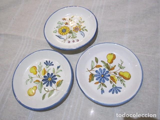 3 PLATITOS EN CERÁMICA DE ALCORA. 13 CMS. DIÁMETRO. (Antigüedades - Porcelanas y Cerámicas - Alcora)