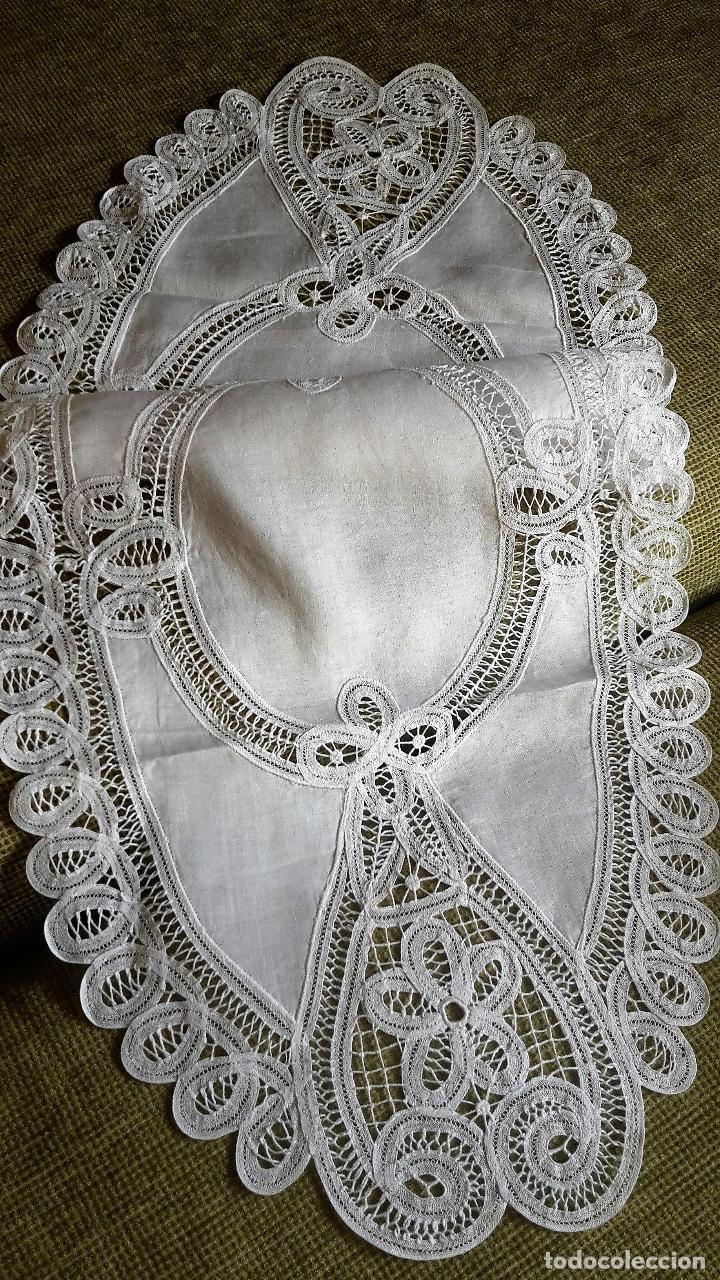 Antigüedades: Encajes de Belgica,precioso camino de mesa.Blanco 75 x 30 cm. nuevo - Foto 2 - 73770619
