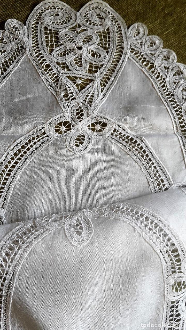 Antigüedades: Encajes de Belgica,precioso camino de mesa.Blanco 75 x 30 cm. nuevo - Foto 3 - 73770619