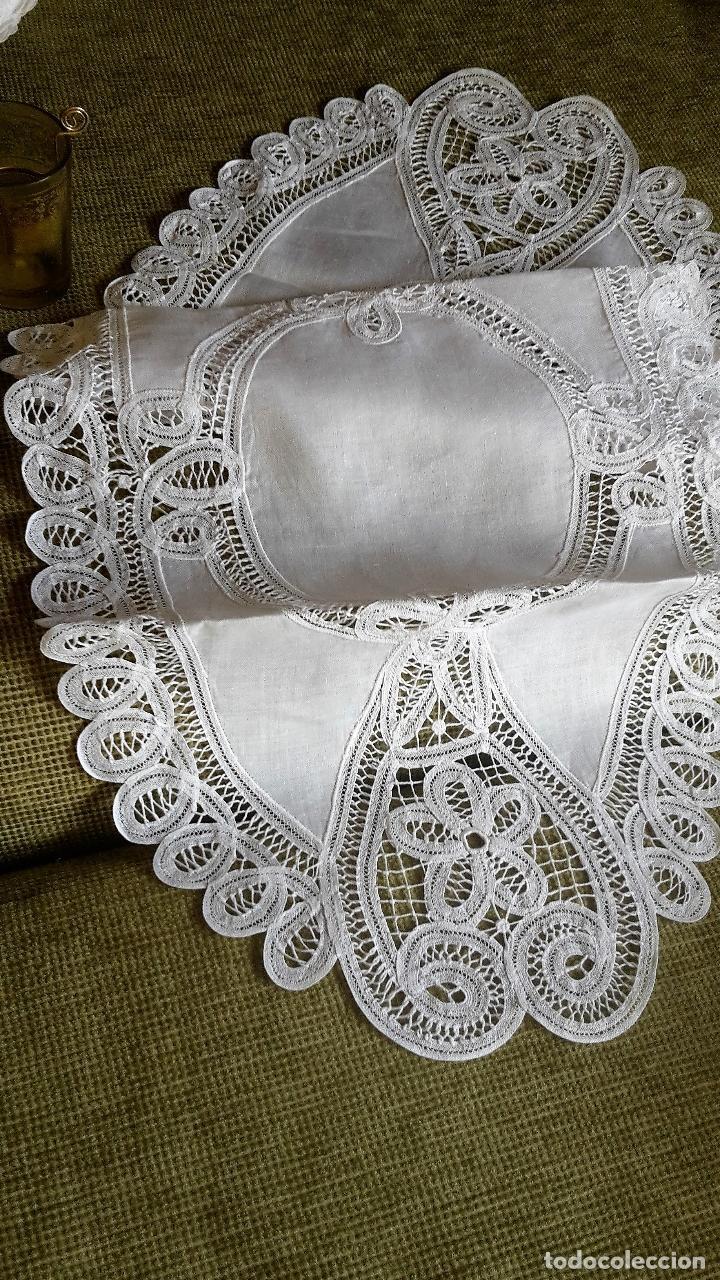 Antigüedades: Encajes de Belgica,precioso camino de mesa.Blanco 75 x 30 cm. nuevo - Foto 9 - 73770619