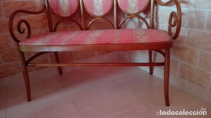 Antigüedades: Antiguo sillon descalzador doble .madera curvada . - Foto 4 - 73778875