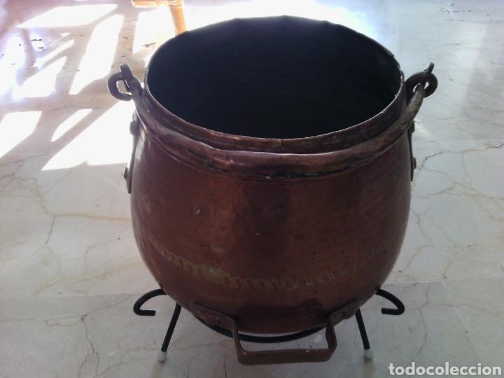 OLLA O CALDERA DE COBRE CON ASA. 23 CM ALTURA. 18 CM DIÁMETRO DE BOCA. (Antigüedades - Técnicas - Rústicas - Utensilios del Hogar)