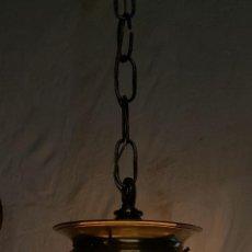 Antigüedades: LAMPARA GLOBO OPALINA CON CADENA DE BRONCE,ELECTRIFICADA. Lote 73958875