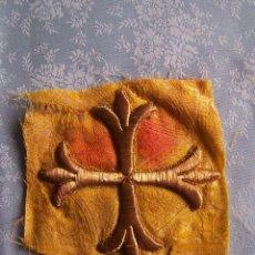 Antigüedades: PIEZA BORDADA EN ORO EN CARTULINA. Lote 74082063