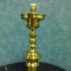 Antigüedades: LAMPARA SOBREMESA LATON BRONCE. Lote 74145563