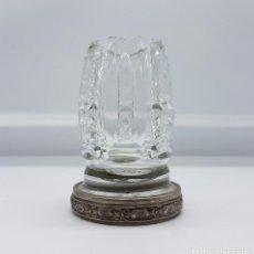 Antigüedades: JARRONCITO ANTIGUO EN CRISTAL BACCARAT TALLADO A MANO CON PIE DE PLATA DE LEY REPUJADO Y CONTRASTADO. Lote 74165063