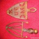 Antigüedades: 2 SOPORTE PLANCHA ANTIGUO EN HIERRO . .23CM Y25 CM . Lote 74184735