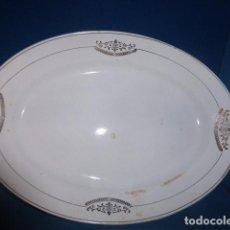 Antigüedades: ANTIGUA FUENTE OVAL BLANCA CON DECORACION EN ORO DE SAN CLAUDIO OVIEDO. Lote 74190451